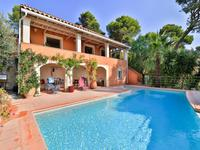 French property for sale in Hyeres, Var - €978,000 - photo 2