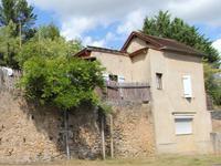 Périgord noir - Maison de village avec jardin à rénover.