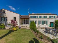 Charmante maison charentaise entièrement rénovée, avec jacuzzi intérieur, à 5 minutes de Pons et de toutes les commodités.