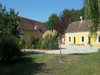 French property for sale in Meziere Sur Ponthouin, Sarthe - €487,600 - photo 3