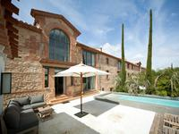 Maison proche du centre de Perpignan avec 6 chambres, salle de sport, piscine et hammam.